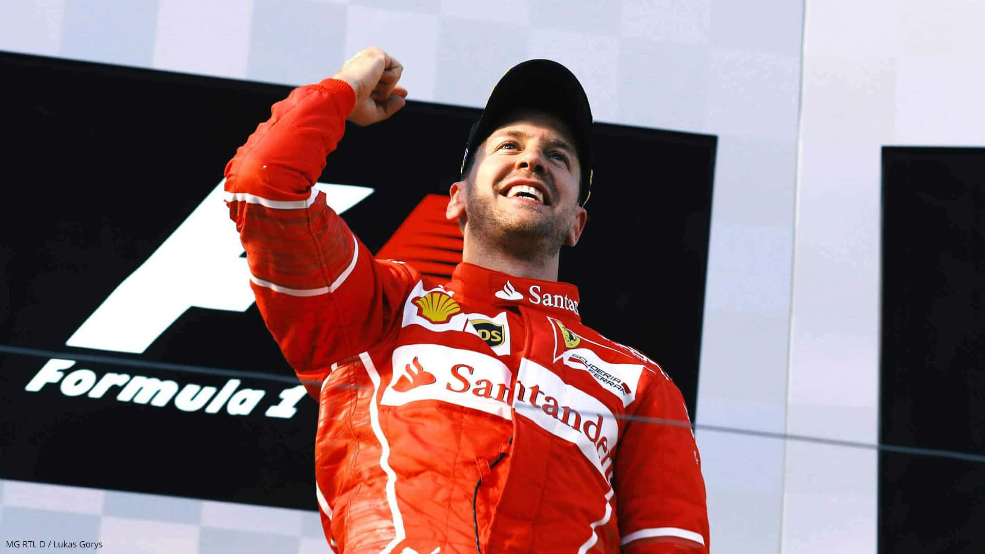 Sebastian Vettel reckt die Faust zum Formel 1 Sieg